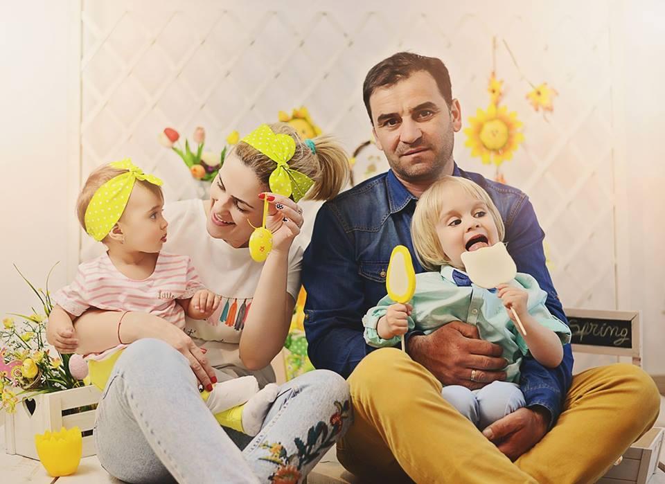Oana Sârbu alături de soțul ei și cei doi copilași, Călin și Catrinel