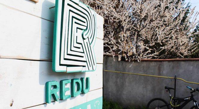 REDU: Locul unde designerii vestimentari ieșeni cu studii superioare și experiență în domeniul slow fashionului transformă deșeurile în resurse